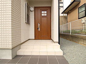 玄関ドアは使い勝手のよいスマートコントロールキーを採用。