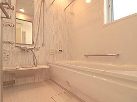 清潔感のある白をベースに寛ぎの空間を演出。