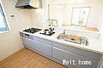 キッチン 人気の対面キッチンはご家族と会話をしながら楽しくお料理ができます♪ D号棟
