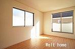 洋室1 南バルコニーに面した主寝室♪お布団干しもラクラク♪ D号棟
