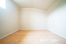 洋室3 屋根裏収納♪