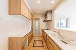 IHヒーターと食器洗い乾燥機付きのキッチン