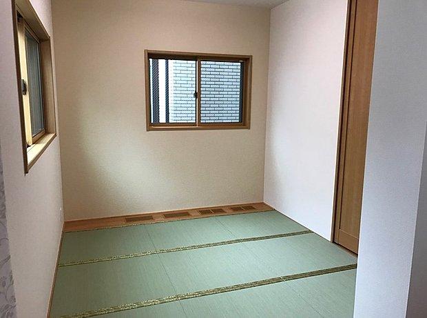 い草のかおる落ち着いた和室はくつろぎの空間です。
