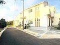 座間小学校まで約250mの立地で全7棟での販売です。全棟駐車場2台分の長期優良住宅です。