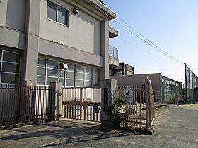 岸和田市立山直中学校まで約688m(徒歩9分)