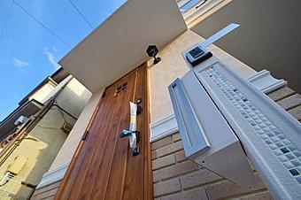 風が吹き抜ける通風の良い現地。自然とのバランスが良好な住宅地に位置します。南か