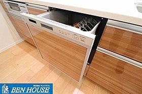 食洗機付きのシステムキッチンは奥様の家事の時間を短縮