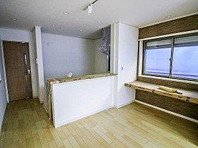 ビルトイン食洗機、浴室暖房乾燥機標準装備。リビングにはエコカ