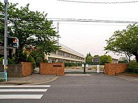 川口市立里小学校まで720m 鳩ヶ谷駅より徒歩約10分のとこ
