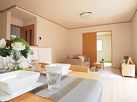 <リビング>整然とした空間演出、快適な理想の暮らしの実現は家