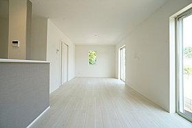開放的な立地とリビングがゆったりとした空間を作ります。