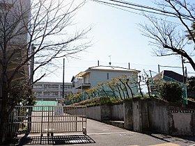 岩崎中学校まで960m