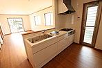 人気の対面キッチンは小さいお子様から目を離さずにお料理できるので安心です。