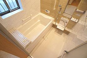 C号棟 明るい浴室♪ 雨の日も安心な浴室乾燥機付き!