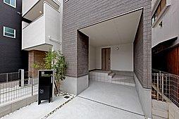 【外観】黒とベージュの外壁を組み合わせた落ち着いた雰囲気の建物です。