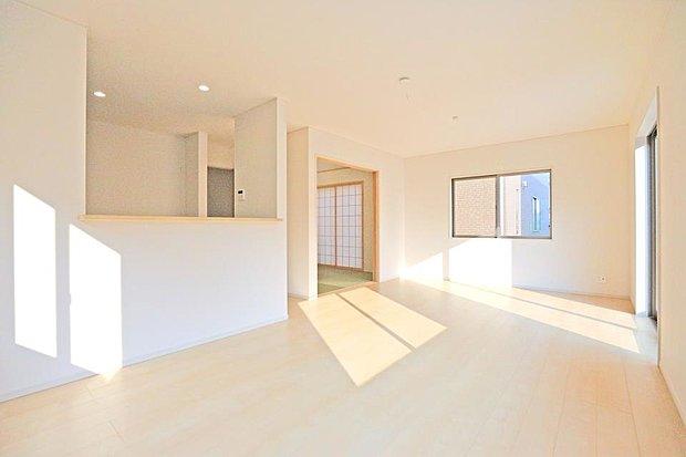 【同仕様写真(リビング)】シンプルなデザインで、家具も合わせやすく、色んな模様替えも楽しめます。