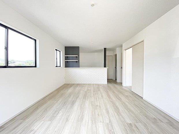 ■リビング 全室フローリングの間取り♪大きめの家具を置いてもゆとりがあります♪賃貸では叶わなかった、ゆったりとした空間が広がっています♪