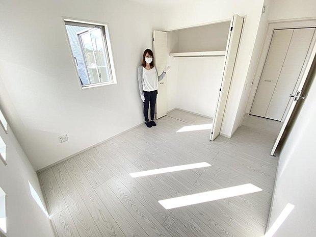 【洋室】■2階洋室 お子さまの一人部屋にちょうど良いの洋室♪収納付きなので、小さなころから片付けが見につきます^^