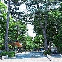 成城大学(約1090m・徒歩14分)