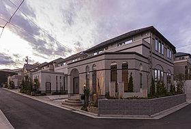 上質さと重厚感のある建物(南街区・街並み写真)