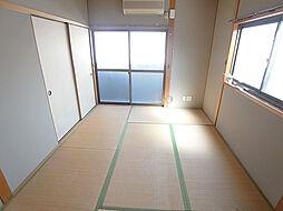 戸崎通3丁目ハイツの暖かみのある和室も2面彩光です