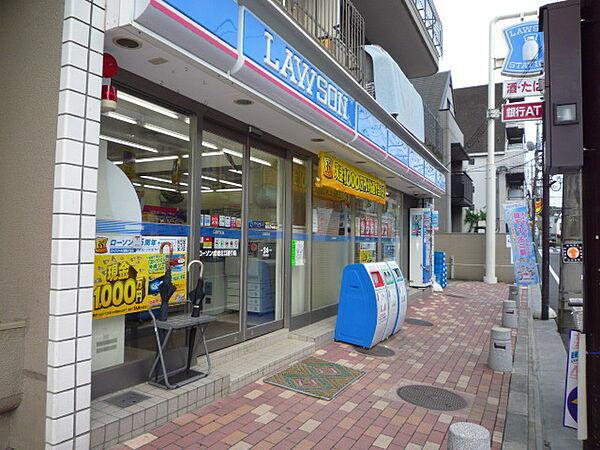 ローソン成増北口通り店 637m