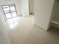パル東須磨の明るい光が入り込む室内