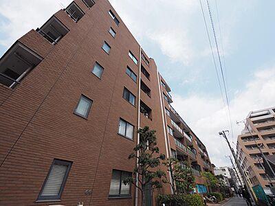 凛とした佇まいと、空へ建ち上がった堂々とした姿が印象的なマンション。その外観すらも一つのステータスです。,3LDK,面積72.82m2,価格4,199万円,西武新宿線 田無駅 徒歩4分,,東京都西東京市田無町3丁目