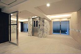 シックなデザインで統一されたEVホールです