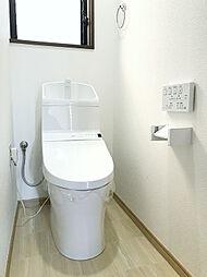 新規交換済み。保温・洗浄機能付きの1Fトイレ。
