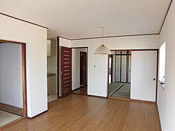 LDKは隣の和室を開け放つと約17帖以上の広々とした空間へ。毎日をご家族とのんびりお過ごし頂けます。