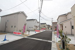 全14区画、近鉄新庄駅まで徒歩約14分、周辺には商業施設が揃っています。