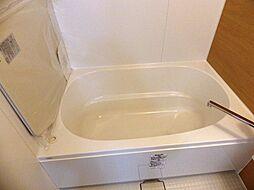 アームレストのある浴槽でリラックス出来ますよ。