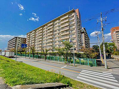 爽やかな青空の下に贅沢なほどに降り注ぐ陽光、豊かな居住性と、クオリティが見事に調和した住空間は、住まうことの喜びを感じさせてくれます。,3DK,面積58.74m2,価格2,180万円,京王線 中河原駅 徒歩9分,,東京都府中市住吉町2丁目