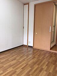 アポローズマンションの洋室6帖 収納2箇所あり