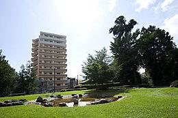 駅から徒歩5分以内と交通や買い物にも便利。公園や医療機関も近隣にあるので好立地なマンションです。