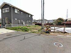 「玉川学園前」駅からほぼ平坦で歩けます。