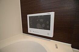 施工例写真です 建物の標準仕様で注目は、16型という大型浴室テレビです