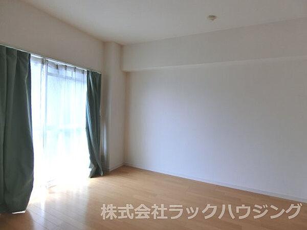 三松マンションの洋室