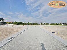 前面道路6mの開発道路です。