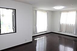 2階の南側洋室です。将来は収納もつくって6帖の部屋を2部屋にできます。