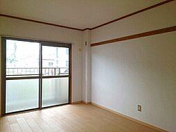 上田マンションの洋室