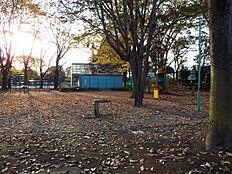 あさひ緑地まで670m、公園羽村市神明台にある公園です。ジョギングや散歩などに最適です
