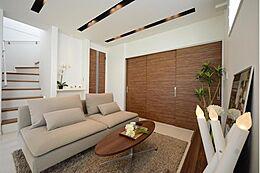 白を基調に扉や天井にはアクセントカラーとしてダークブラウンを。落ち着きのあるエレガントな空間となりました。(建物プラン例/建物価格2000万円、建物面積89.26m2)