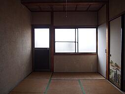 バルコニーに面した和室には明るい日差しが差し込みます。