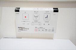 温水洗浄便座付きトイレ交換。