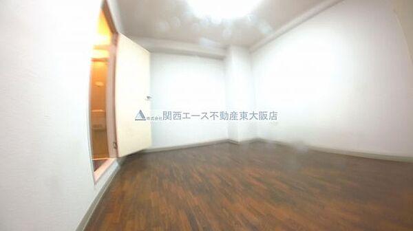 ホワイトハイツの洋室
