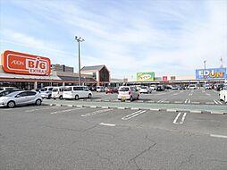 イオンタウン弥富。スーパー・ユニクロ・エディオン・ダイソー・西松屋などの他、サービス・アミューズメント・グルメの店が多数揃っている便利なイオンタウンです。 徒歩 約7分(約530m)