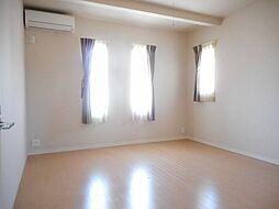 こちらのお部屋は夫婦の主寝室にいかがでしょうか