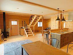 ちはら台西 快適な天然ムク板 ログハウス 3LDKの居間